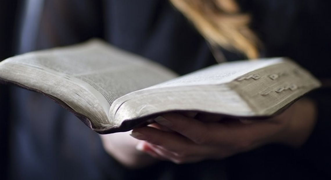 woman-reading-bible.jpg